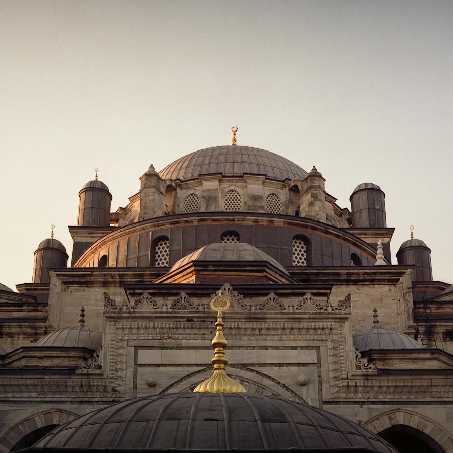 Sultan İkinci Beyazıd Veli Türbesi (Istanbul, Turkey) Pentacon Six TL, Carl Zeiss Jena Biometar 80mm f/2.8, Fujicolor Pro 160NC, Canoscan 9900F