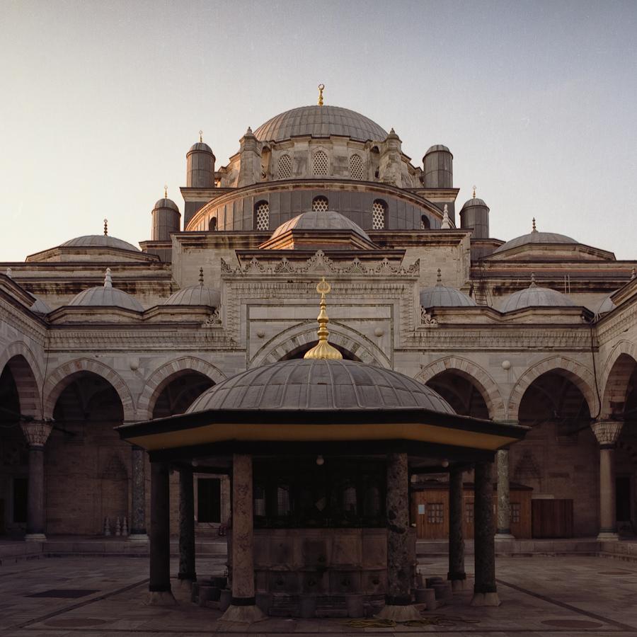 Sultan İkinci Beyazıd Veli Türbesi (Istanbul, Turkey) Pentacon Six TL, Carl Zeiss Jena Flektogon 50mm f/4, Fujicolor Pro 160NC, Canoscan 9900F