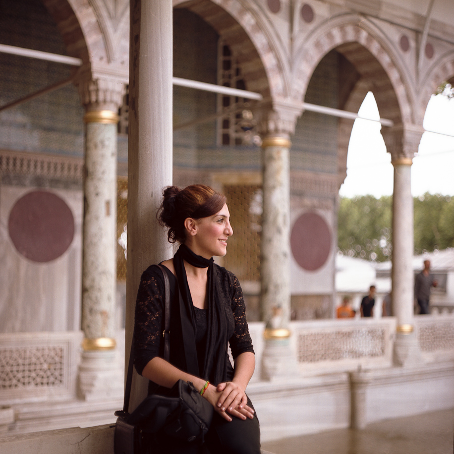 Woman (Topkapi palace, Istanbul, Turkey) Pentacon Six TL, Carl Zeiss Jena Biometar 80mm f/2.8, Fujicolor Pro 160NC, Canoscan 9900F